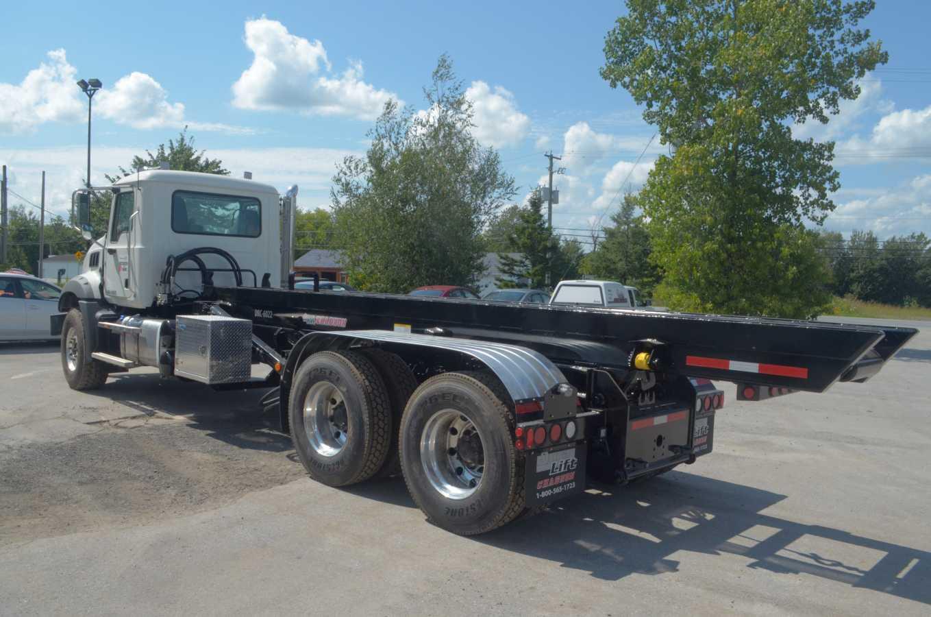 DRC-6022-TS - Système roll-off sans rouleaux « top skid » - 60 000 lb. sur Mack